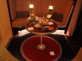 廚房後方 商務艙前方的休息區 (Sky Lounge)