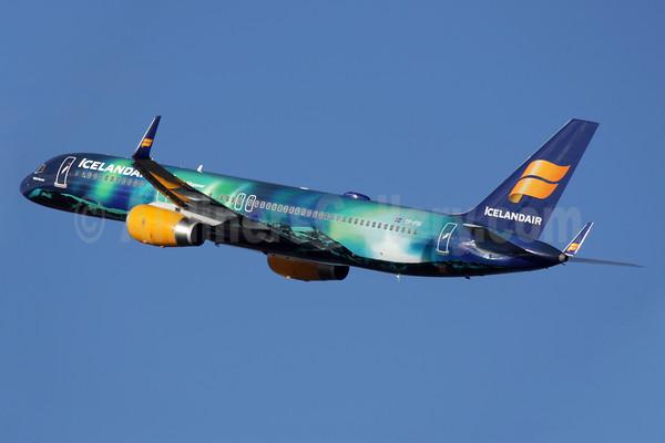 icelandair-757-200-pictures
